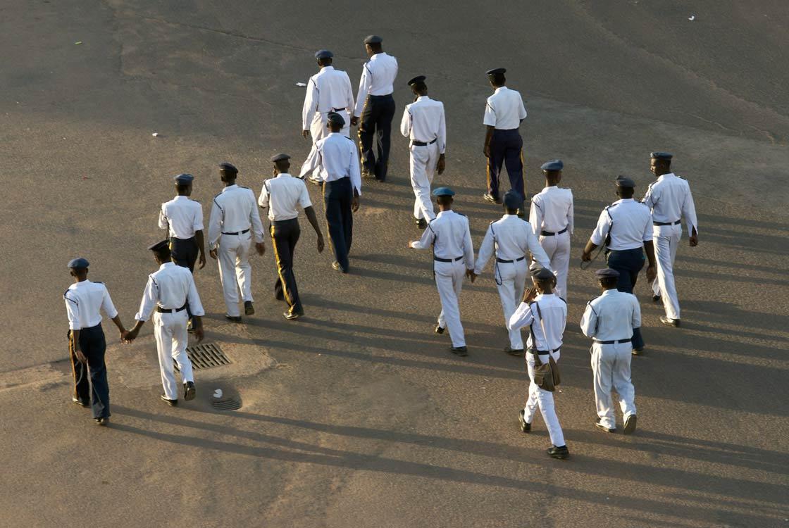 khartoum Guardie vanno al lavoro la mattina presto