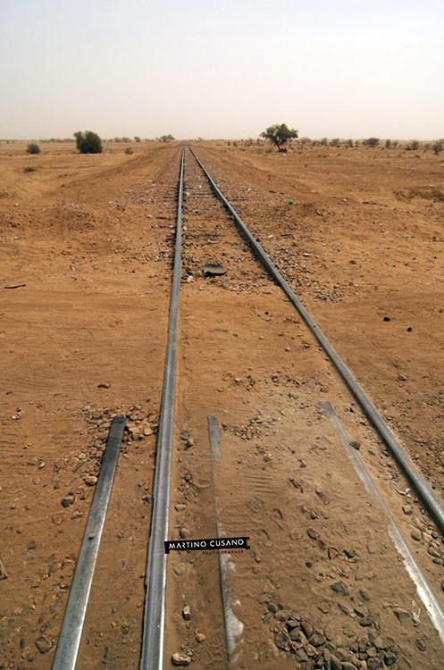 scorcio vecchie ferrovie arrivano in città