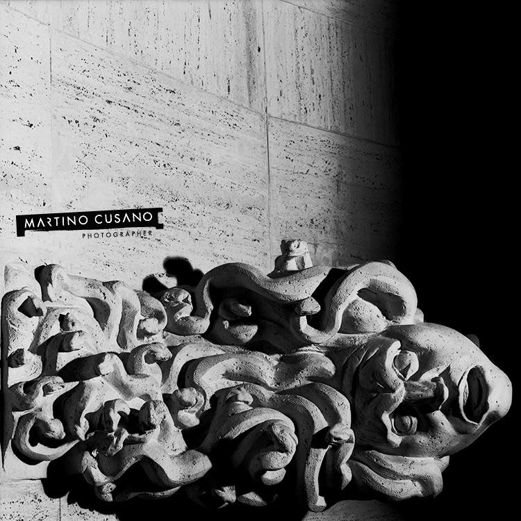 Palazzo di giustizia Rilievi dell'esedradel'aula di corte d'assise: da D Cambellotti, centauro morso dal serpente