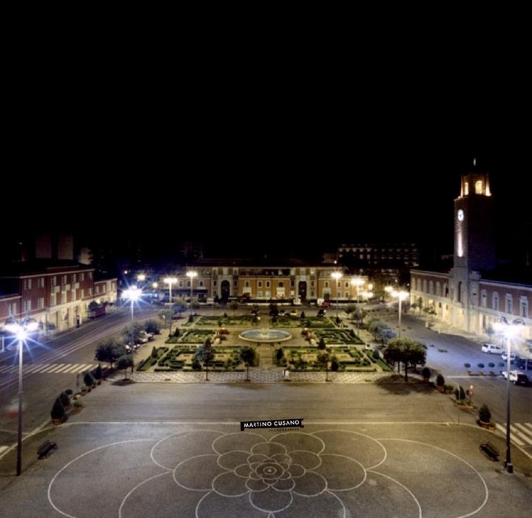 Latina Piazza del Popolo notturno